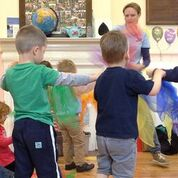 Kids play musical instruments and sing at Moo Music Alresford