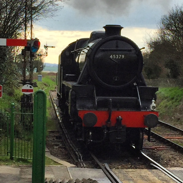 The Watercress Line - Chugging Into Ropley Station